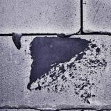 Неровная кирпичная стена с темным пятном Стоковые Изображения RF