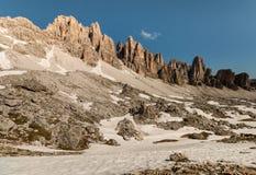 Неровные пики в восточных доломитах Стоковое фото RF