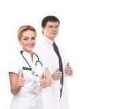 Несколько доктора кавказца держа большие пальцы руки вверх Стоковое Фото