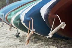 Несколько шлюпок на берег стоковые изображения rf