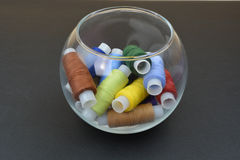 Несколько потоков в пластичной или стеклянной чашке Стоковые Изображения RF