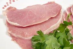 Несколько сырцовых поясницы свинины и свежей петрушки Стоковые Фото