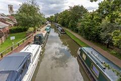 Несколько шлюпок длинных или канала причалили на канале на Иерихоне около Оксфорда Стоковое Фото