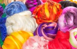 Несколько ярких шариков грубых шариков шерстей Стоковые Фотографии RF
