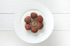 Несколько lychees на белой предпосылке Стоковые Фотографии RF