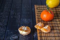 Несколько tangerines и лимонов Стоковая Фотография RF