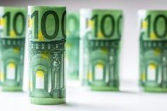 Нескольк 100 банкнот евро штабелированных значением Банкноты евро Rolls Деньги валюты евро Стоковое фото RF