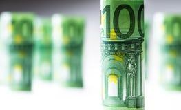 Нескольк 100 банкнот евро штабелированных значением Банкноты евро Rolls Деньги валюты евро Стоковые Изображения