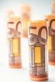 Нескольк 100 банкнот евро штабелированных значением Банкноты евро Rolls Деньги валюты евро Стоковые Фото