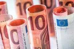 Нескольк 100 банкнот евро штабелированных значением Банкноты евро Rolls Деньги валюты евро Стоковая Фотография RF