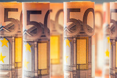 Нескольк 100 банкнот евро штабелированных значением Банкноты евро Rolls Деньги валюты евро Стоковое Изображение