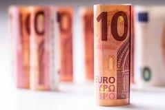 Нескольк 100 банкнот евро штабелированных значением Банкноты евро Rolls Деньги валюты евро Стоковая Фотография