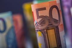 Нескольк 100 банкнот евро штабелированных значением Концепция денег евро Банкноты евро Rolls евро валюты кредиток схематическое 5 Стоковые Изображения