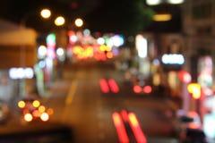Несосредоточенные света следа на улице Сингапура Стоковые Фото