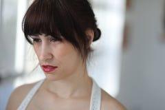 Несчастная женщина с волосами и глазами Брайна Стоковые Изображения