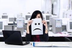 Несчастная коммерсантка в офисе Стоковые Фотографии RF