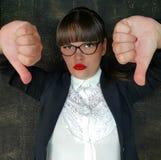 Несчастные большие пальцы руки бизнес-леди вниз стоковые фотографии rf