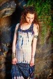 Несчастный американский девочка-подросток думая снаружи в Нью-Йорке Стоковые Фотографии RF