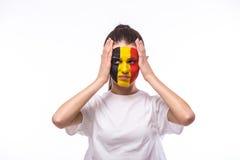 Несчастный и отказ цели или потеряйте эмоции игры бельгийского футбольного болельщика в поддерживать игры национальной команды Бе стоковое фото rf