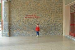 Несчастный мальчик с футболом Стоковое Изображение RF