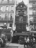 Нетиповой Святой Lazare Парижа района дома стоковые фотографии rf