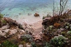 Нетронутый пляж в Хорватии стоковые изображения rf