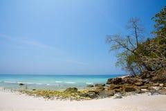 Нетронутый тропический пляж в провинции Phang Nga, Таиланде Стоковые Изображения RF