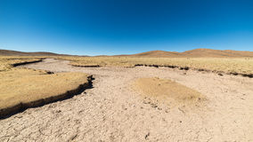 Неурожайный ландшафт на гористых местностях боливийских Анд Стоковая Фотография
