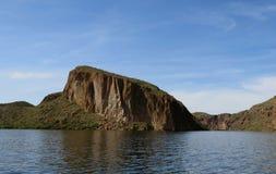 Неурожайный скалистый берег озера каньон Стоковая Фотография