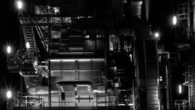 Нефтеперерабатывающее предприятие на nighttime Стоковая Фотография