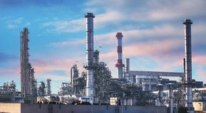 Нефтехимический завод нефти и газ, фабрика индустрии стоковые изображения rf