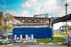 Нефтехранилище и трубопровод стоковые изображения rf