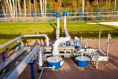Нефтехранилище и трубопровод стоковое изображение rf