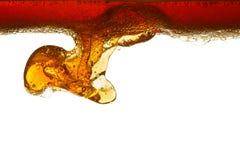 Нефть в изолированной воде стоковое изображение