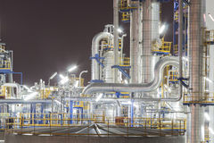 Нефть засаживает в nighttime Стоковая Фотография