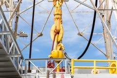 Нефтяная вышка с верхним приводом для сверлить океана стоковая фотография