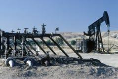 Нефтяная скважина на Taft, CA Стоковые Изображения