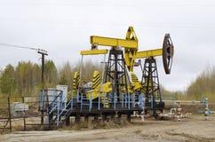Нефтяная скважина с отбрасывая нагнетать штанги Стоковое Изображение