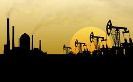 Нефтянное месторождение и рафинадный завод Стоковая Фотография RF