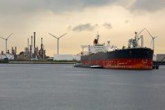 Нефтяной танкер в доке Стоковое фото RF