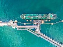 Нефтяной танкер, топливозаправщик газа в открытом море Груз s индустрии рафинадного завода стоковая фотография