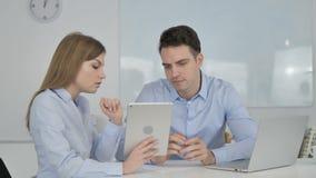 Не, бизнесмен отвергая идею, который дал деловой партнер