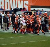 Неделя 14 NFL 49ers против боя боковой линии коричневых цветов Стоковые Фото