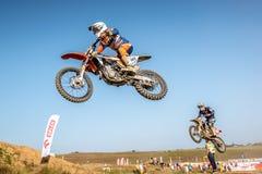 Не определенный всадник на польском чемпионате Польше Motocross, Гданьске 11 Septemeber 2016 Стоковые Изображения