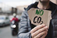 Не отправьте SMS никакому СО2 в шильдике картона стоковая фотография rf