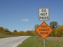 не пройдите дорожный знак Стоковая Фотография RF