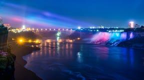 Ниагарский Водопад во время светов вечера Стоковая Фотография RF