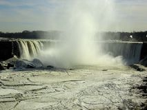 Ниагарский Водопад в зиме: Замороженное река Стоковое Изображение