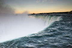 Ниагарский Водопад на заходе солнца стоковые фотографии rf