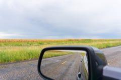 Нивы Техаса вперед и в зеркале заднего вида стоковая фотография